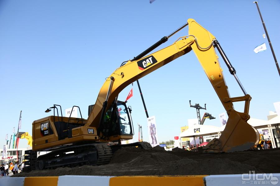 新一代Cat?323挖掘机
