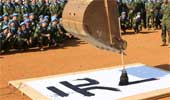 日维和部队挖机写字