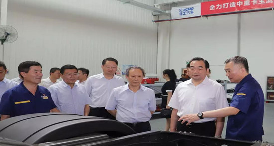 徐州市委书记周铁根一行视察徐工汽车智能化研发基地