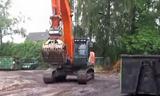 日立挖掘机上拖板车视频