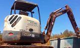 特雷克斯小型挖掘机TC37工作中的南北铁路