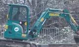 洋马的小挖掘机 ViO33U在行走