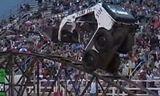 史上最牛的特技表演 美国山猫滑移