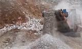 现代挖掘机与MESDA移动破碎机同台表演