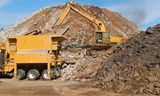卡特彼勒挖掘机和碎石机