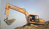 云南5岁小孩开挖掘机开山劈石 绝对是挖二代