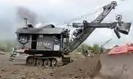 世界上最古老的挖掘机 竟然是蒸汽机驱动