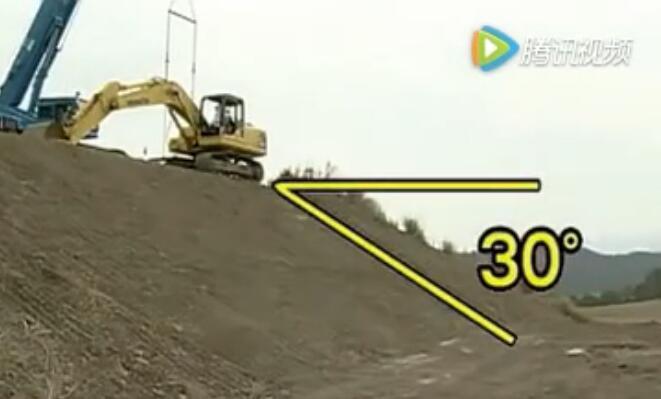 难得一见的挖掘机翻滚试验