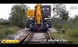 能在铁轨上跑的挖掘机,你见过没有?