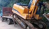 挖机上平板车,一气呵成才叫技术 挖掘机表演视频