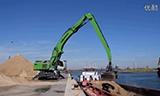 森尼伯根850E轮式物料装卸机在码头装船