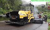 住友HA60C沥青摊铺机在泰国山间道路工作