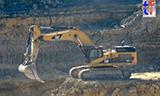 卡特365C LME挖掘机装载沃尔沃A40F自卸车