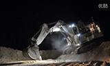 利勃海尔400吨挖掘机下坡