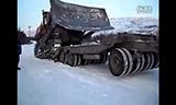 俄罗斯重型推土机上拖车过程