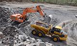 HITACHI 日立ZX670LCH-3挖掘机装车