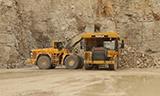 沃尔沃L350F轮式装载机装载卡特自卸车