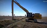 卡特彼勒336F长臂挖掘机清理小河