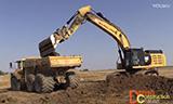 卡特352F挖掘机装载沃尔沃A30G自卸车
