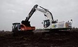 杰西博JS300LC挖掘机装车