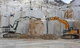 利勃海尔974 & 984挖掘机在意大利卡拉拉采石场