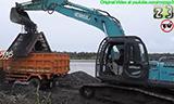 神钢SK200挖掘机在河边工作