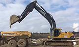 沃尔沃EC460B挖掘机和A25G自卸车工作