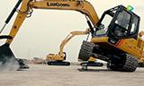 挖掘机VS街舞达人 拉开乐堡大对决!谁才是尬舞界的霸王