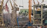 利渤海尔LG 1750与特雷克斯CC 3800大型履带式起重机吊装作业