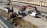 工程机械设备在高速公路旁建筑工地施工