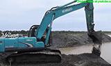 神钢SK200 挖掘机工作