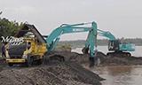 神钢SK200-10挖掘机装车