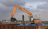 利渤海尔R974C 船载长臂挖掘机工作