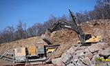 沃尔沃EC460C挖掘机与沃尔沃L120G装载机工作