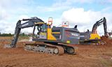 沃尔沃EC220E和EC750E挖掘机工作