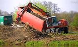 特雷克斯TW160轮式挖掘机清理树枝