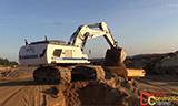利渤海尔R970挖掘机装载沃尔沃A35G自卸车