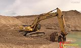 小松PC450挖掘机挖水沟