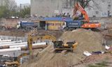 斗山DX340挖掘机和卡特330D挖掘机工作