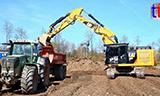 卡特326F挖掘机装载FENDT 926拖拉机