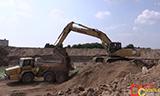 小松PC450挖掘机装载小松HM300自卸车