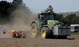 约翰迪尔6215 R拖拉机播种