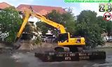 水上漂:超牛掰的泰国小松PC200挖机清淤