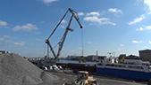 港口浮船起重机卸船