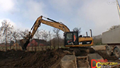 卡特彼勒323D挖机装车