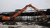 日立ZX250W抓料机拆除厂房