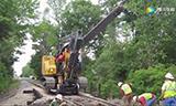 超级工程机械出动 对铁路进行维修和维护
