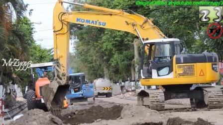 小松PC228挖掘机工作