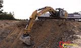 卡特彼勒336E挖掘机装载沃尔沃FMX500 8x4轮卡车