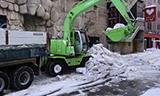 日立EX125WD轮式挖掘机清运积雪